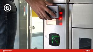 Masz bilet w telefonie lub kupiony w automacie? Zobacz, jak otworzyć bramkę