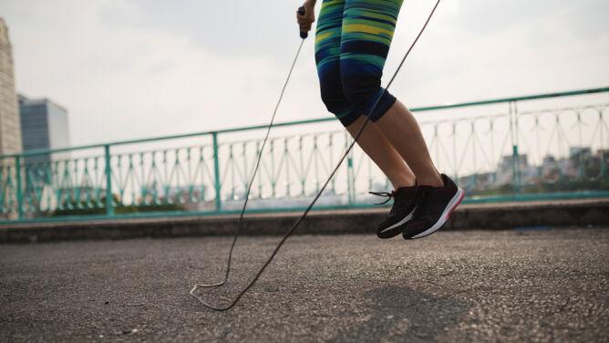 Pięć powodów, dla których już dziś warto zacząć skakać na skakance